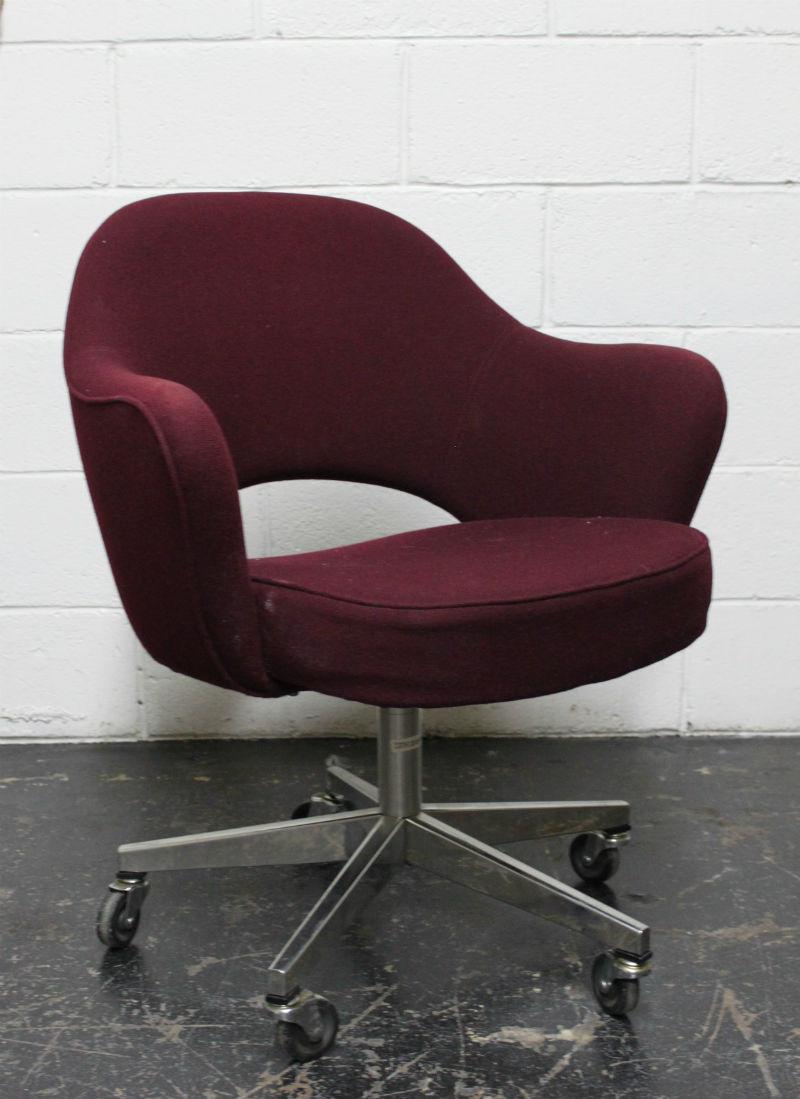 Saarinen-style desk chair before.